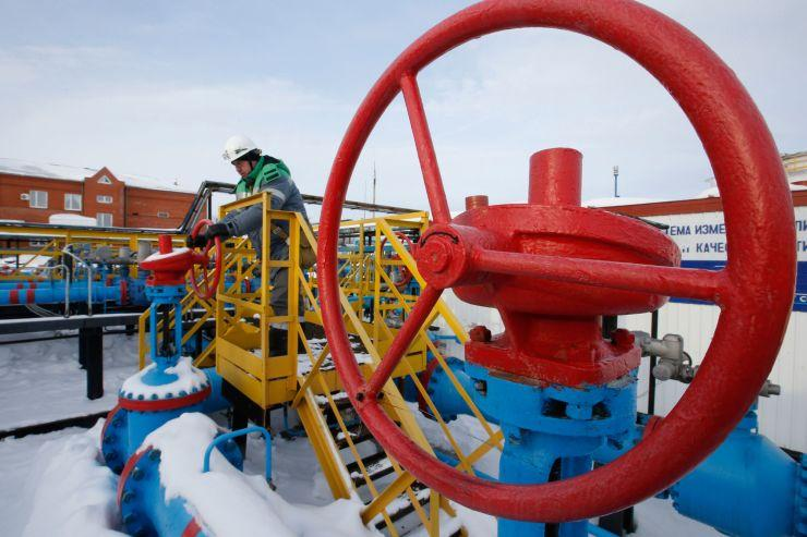 Oil prices little changed ahead of G-20 talks, OPEC meet